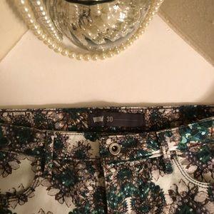 LIKE NEW! Levi's Skinny Jeans w/Emerald Print